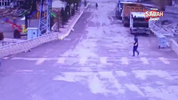 Fırtınanın uçurduğu çatılardan kaçan insanların panik anları kamerada | Video