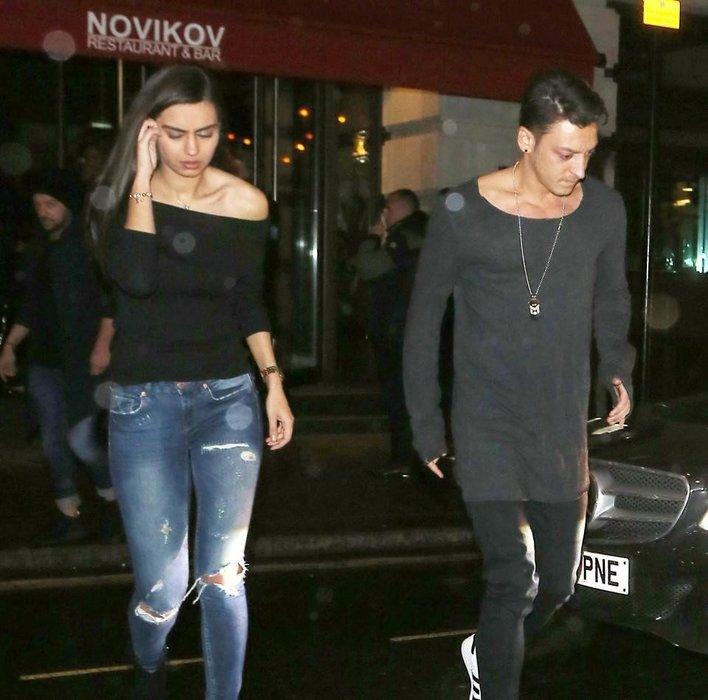 Amine Gülşe, Mesut Özil'in ailesiyle kaynaştı