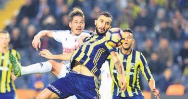 Fenerbahçeliler de memnun değildir!