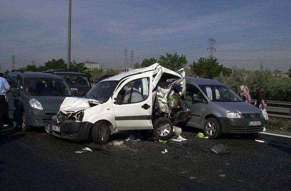 Avcılar'da trafik kazası: 5 ölü