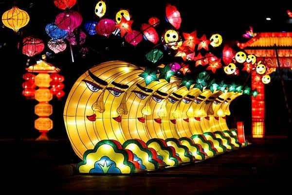 Amerika'da Easter festivali! Çin'in ejderha ışıkları ABD'yi büyüledi