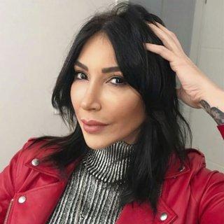 Hande Yener'den Demet Akalın'a yakın gözlüğü! Demet Akalın: Artık hatasız yazacağım...