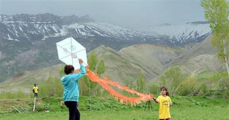 Kato Dağı etekleri uçurtmalarla renklendi