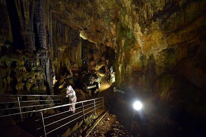 Yerin 15 metre altındaki şifa mağarası