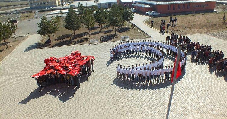 Malazgirtli öğrencilerden Mehmetçiğe 'ay yıldızlı' destek