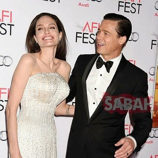 Angelina Jolie sinirden küplere bindi