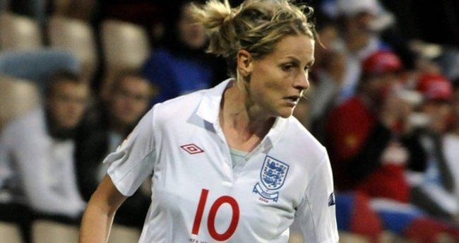 Kadın futbolunun yıldız ismi Kelly Smith 'buraya kadar' dedi
