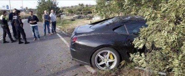 Futbolcuların lüks otomobilleriyle yaptıkları kazalar