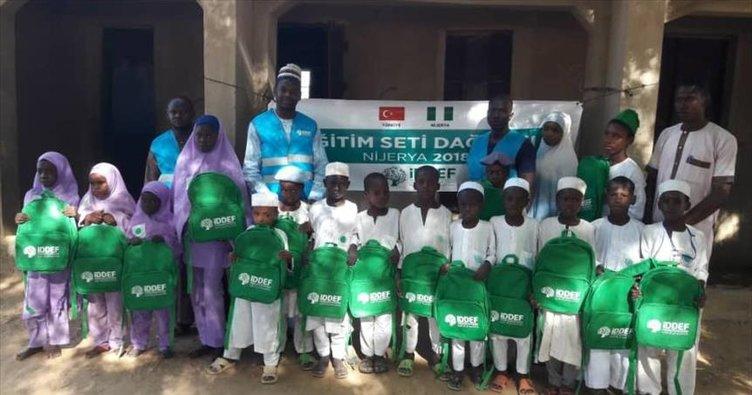 İDDEF'ten Nijeryalı öğrencilere kırtasiye yardımı