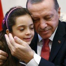 Küçük Bana örnek olmuştu! Şimdi de Suriyeli kız kardeşler...