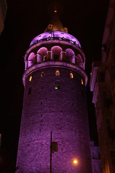 Türkiye'nin simgeleri Prematüre Günü'nde 'mor'a boyandı