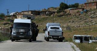 Muhtarın minibüsüne okul önünde saldırı: 2 ölü, 2 yaralı