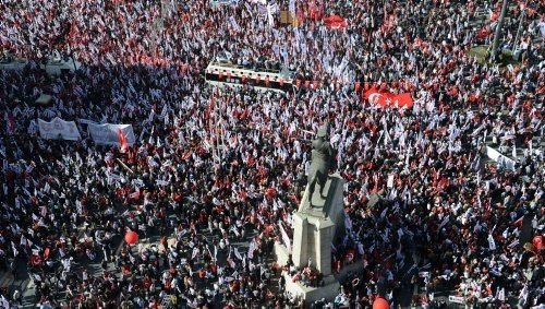 Birinci Meclis önündeki kutlamalara polis müdahale etti