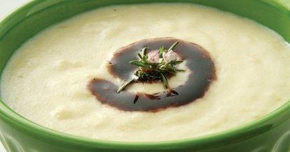 Böğürtlen sirkeli bademli pırasa çorbası