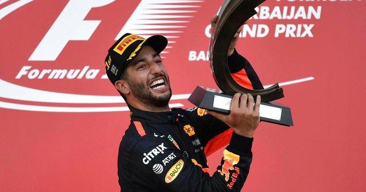 Bakü'de olaylı yarış Ricciardo'nun oldu