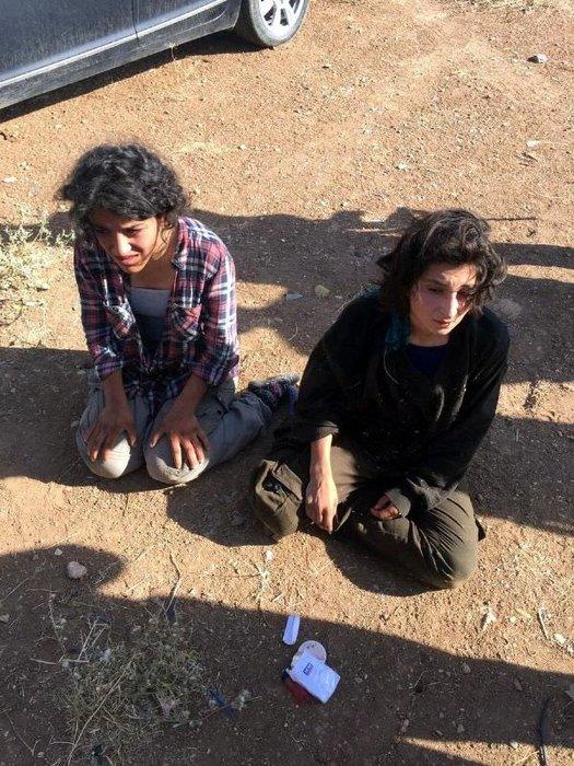 Minibüsün gizli bölmesinden PKK'lı 2 kadın terörist çıktı!