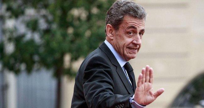 Sarkozy'ye 2 yıl tecilli 3 yıl hapis