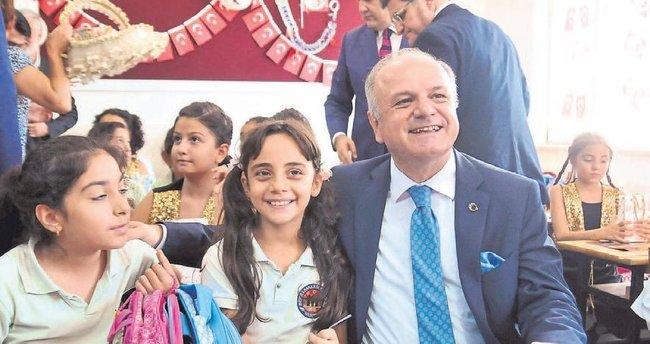 Mersin'de okullar öğrencilerle doldu