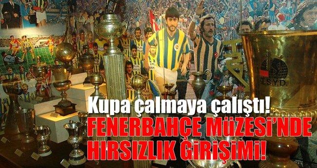 Fenerbahçe Müzesi'nde kupa çalmaya çalışırken yakalandı