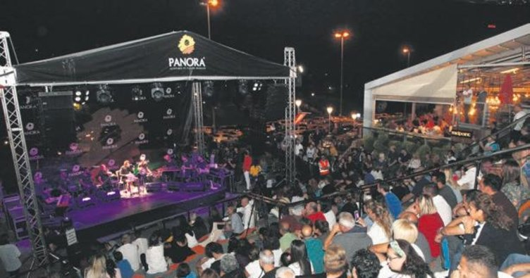 Panora AVM'de Burhan Öçal konseri