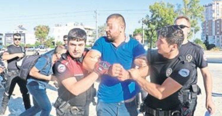 Kaçmak için polise çarptılar