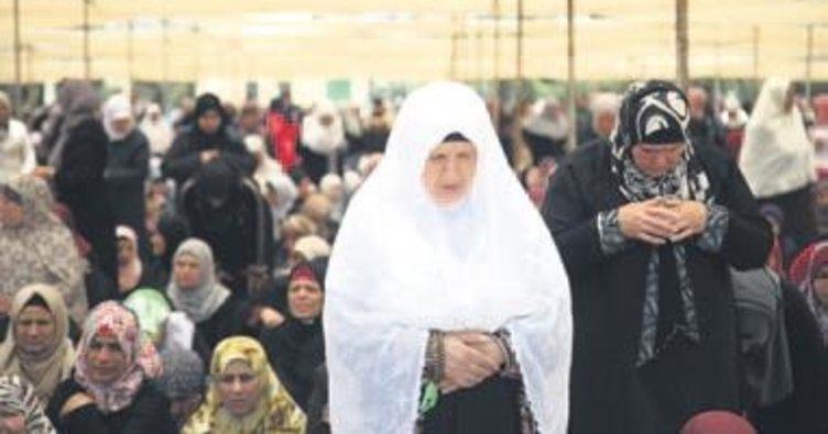 250 bin kişi cumayı Mescid-i Aksa'da kıldı