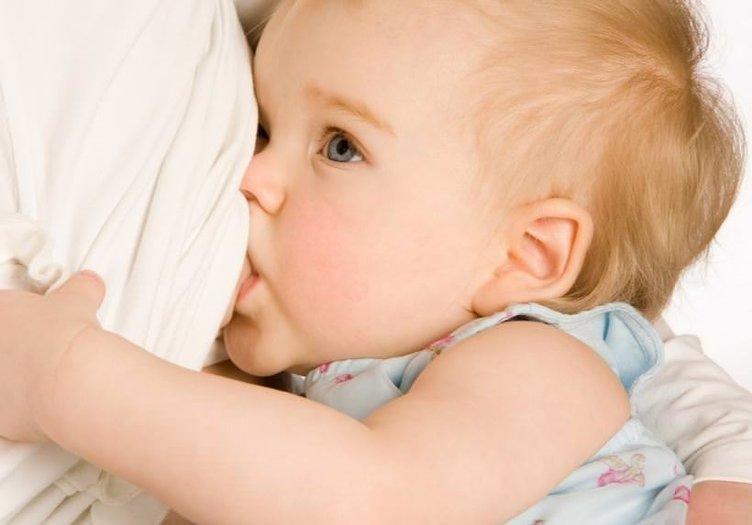 Bebeklerin anne sütü içmesi için 17 neden