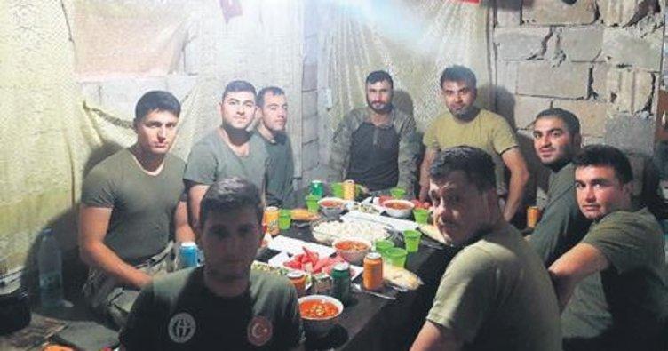 Afrin'de Mehmetçik ilk iftarını yaptı