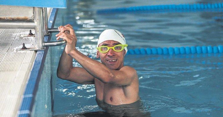 Su korkusunu yendİ madalyalı yüzücü oldu