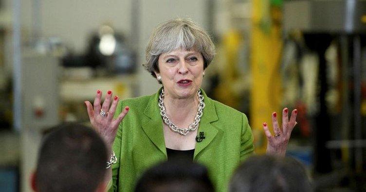 'Başbakan yalancı' diyen şarkı zirvede