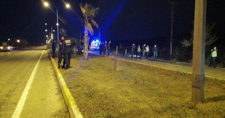 Otobüs beklerken otomobil çarpan 3 kadın öldü
