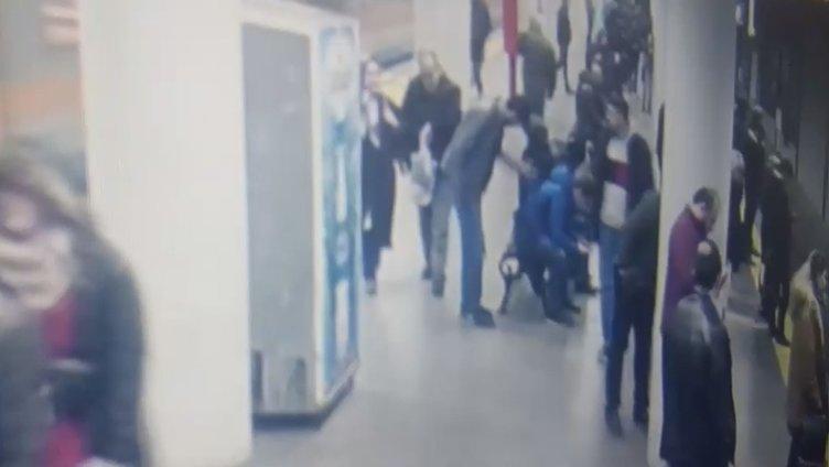 Bayrampaşa'da metroda polise saldırı anı kameralara böyle yansıdı