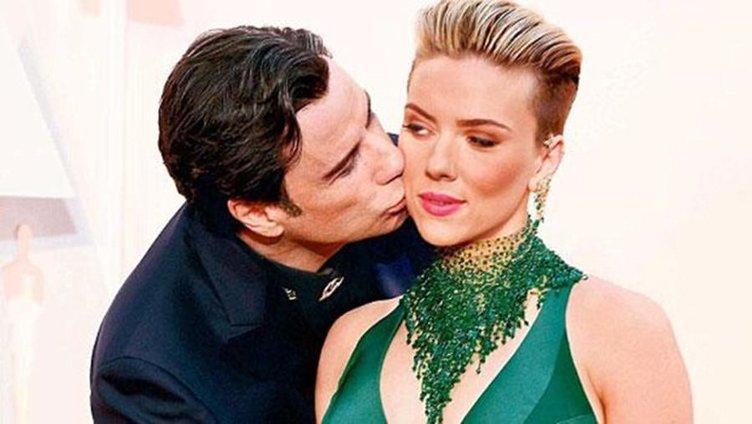 John Travolta internetin diline düştü