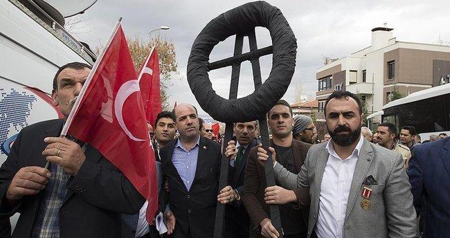 Lüksemburg'un Ankara Büyükelçiliği önünde protesto