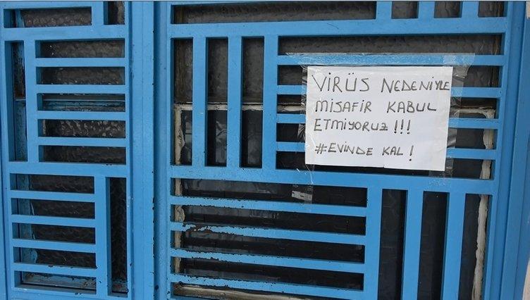 Koronavirüs önlemi için bina girişine misafir kabul etmiyoruz yazdılar