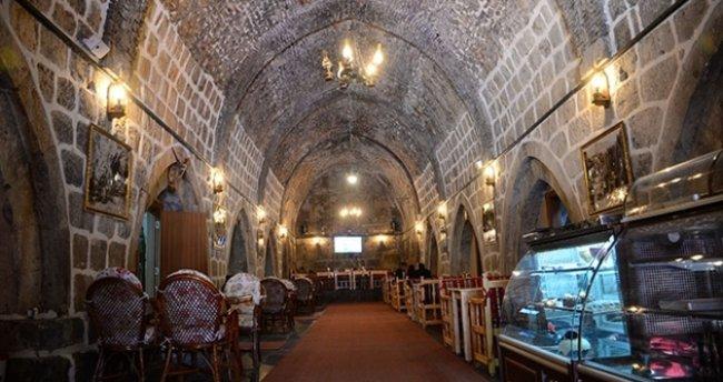 Tarihi han, restorana dönüştürüldü