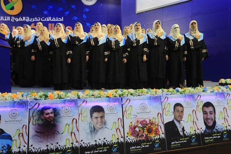 Savaş sonrası Gazze'de mezuniyet