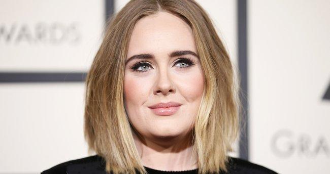 Adele: Depresyona yatkın bir insanım