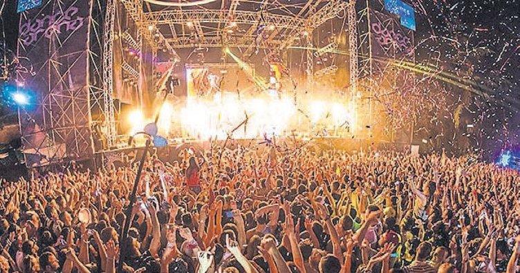Gençliğin kalbi İzmir'de atıyor