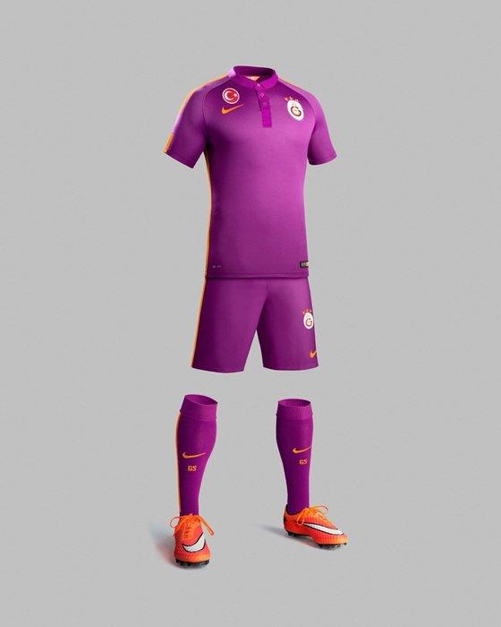 Galatasaray'ın mor forması tanıtıldı