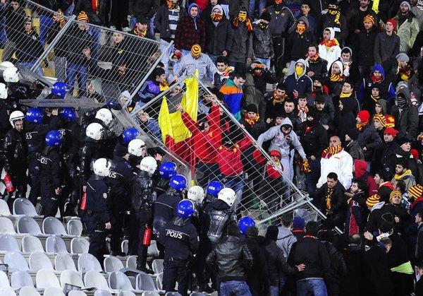 İzmir derbisinde 82 gözaltı