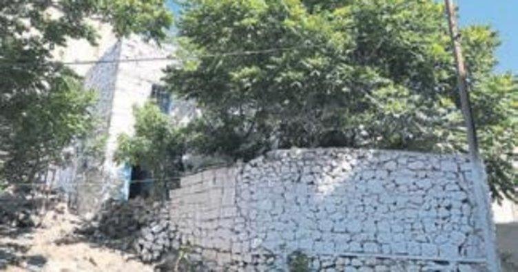 Yaşlı çiftin evini belediye yeniledi