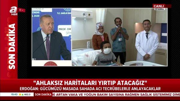 Cumhurbaşkanı Erdoğan, Göztepe Şehir Hastanesi'nde tedavi gören küçük hasta Ünal'ın annesi ve babası ile sohbet etti | Video
