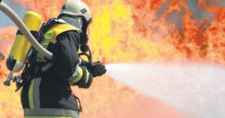 İki katlı ahşap binada yangın paniği yaşandı