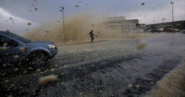 Güney Afrika'da şiddetli fırtına: 8 ölü!