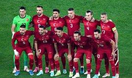 Beşiktaş milli futbolcuyu bitirdi!