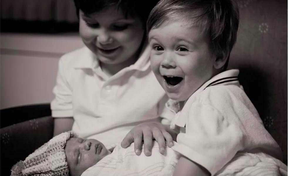 Картинки, брат и младшая сестра картинки прикольные