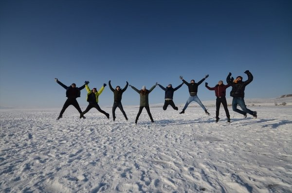 Buz tutan Çıldır Gölü'ne turist akını
