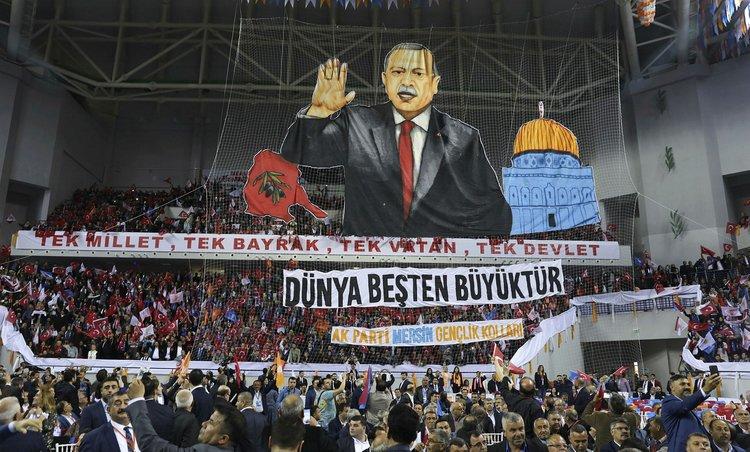 Mersin'de Cumhurbaşkanı'na koreografi sürprizi ile ilgili görsel sonucu