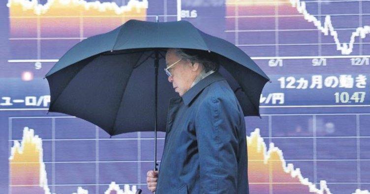 Japonya ekonomisi yüzde 2.2 küçüldü